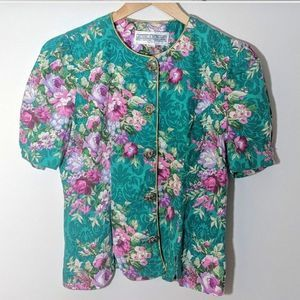 Vintage   Flower Top with flower Buttons